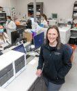 "Rochelle Odenbrett, directora ejecutiva sénior de laboratorios de Sanford Health. ""Es simplemente asombroso cómo ha evolucionado la tecnología"", dijo. (Foto Prensa LIbre: Sanford Health/The New York Times)"