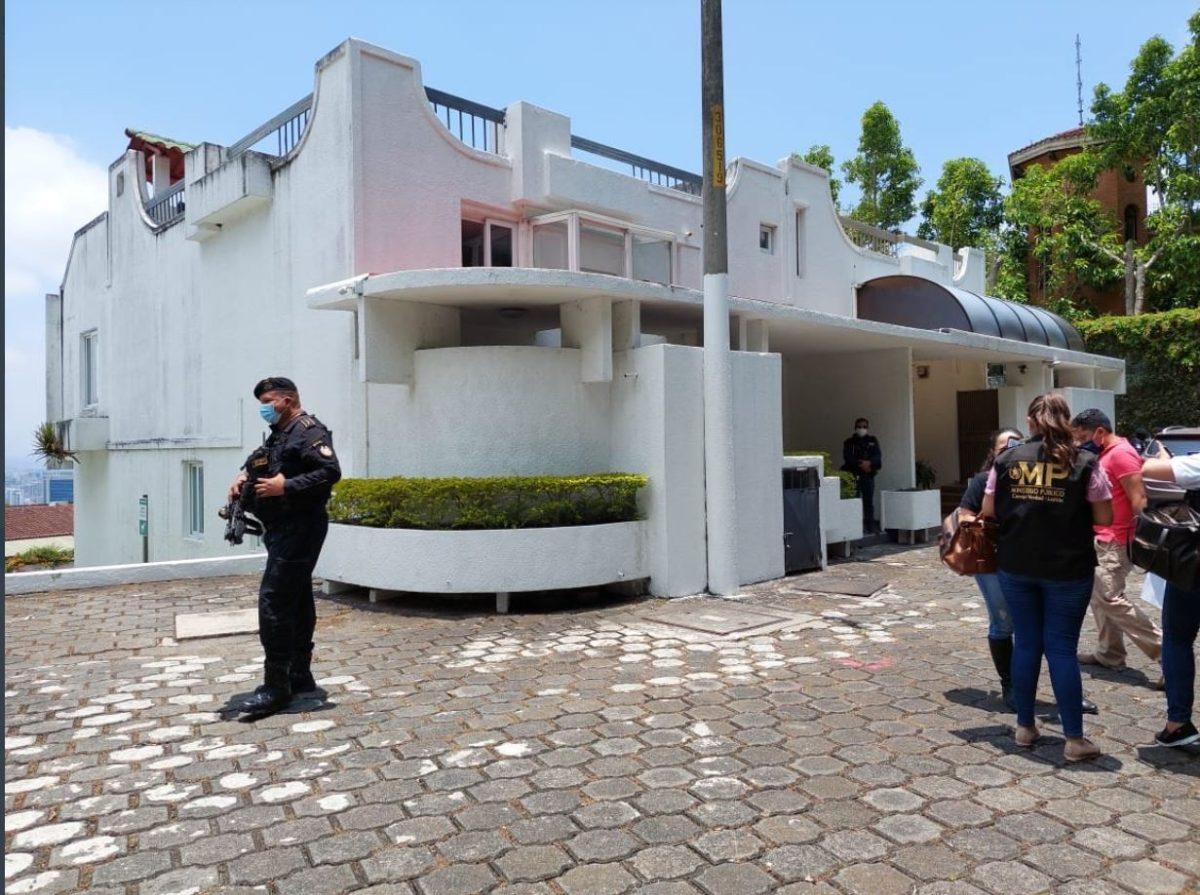 Inmovilizan casas, oficinas, parqueos y 126 obras de arte relacionadas con Érick Archila, implicado en caso de corrupción