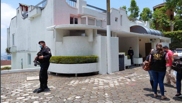 Una de las casas vinculadas con el exministro de Energía y Minas, Érick Archila, que fue inmovilizadas. (Foto Prensa Libre: MP)
