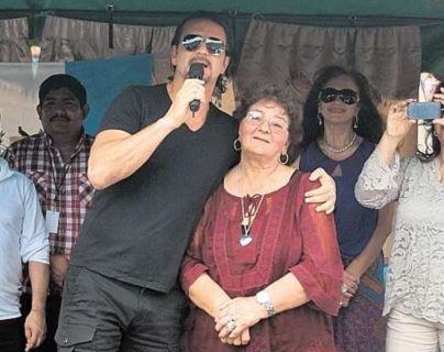 """Ricardo Arjona recuerda a """"Doña Mimi"""" y saluda a todas las madres en su día"""