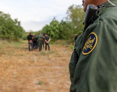 Traficantes abandonan a dos niñas guatemaltecas a orillas del Río Grande y Cancillería les brinda asistencia