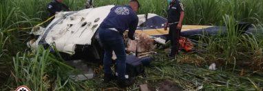 Cuatro personas fallecieron y una mujer resultó herida en un accidente en helicóptero sobre la ruta a Tiquisate, Escuintla. (Foto Prensa Libre: Bomberos Municipales Departamentales)