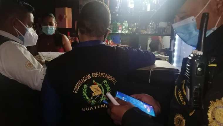 La PNC realizó operativos ayer para verificar el cumplimiento de la ley seca. (Foto Prensa Libre: PNC)