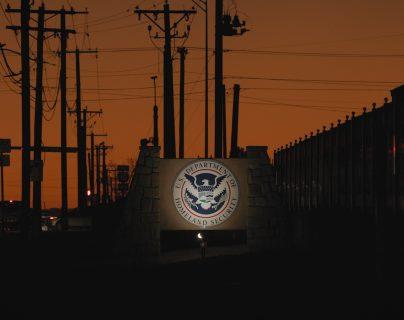 Para los migrantes detenidos, los riesgos de covid aumentan de manera considerable