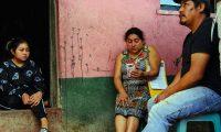 Melvin Jacinto, a la derecha, en Guatemala el 8 de marzo de 2021. Jacinto quiere llegar a Estados Unidos para reunirse con su hijo Melvin, luego de que fueran separados en la frontera de México-Estados Unidos en 2018. (Foto Prensa Libre: Brent McDonald/The New York Times)