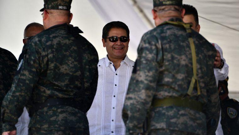 El presidente hondureño Juan Orlando Hernández pediría a EE. UU. una investigación sobre el involucramiento de funcionarios en narcotráfico. (Foto Prensa Libre: AFP)