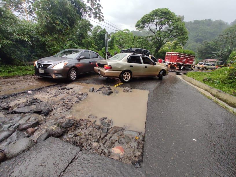 Imágenes: Deslizamientos, carreteras con daños y personas atrapadas es el resultado de las lluvias en tres departamentos