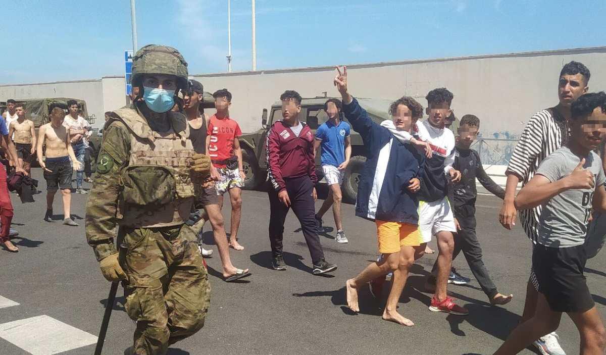 Video: el impresionante despliegue militar en Ceuta para evitar la llegada de migrantes de Marruecos