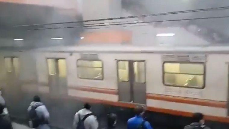 Un tren del servicio del Metro de CDMX fue retirado luego de un nuevo incidente el viernes 7 de mayo. (Foto Prensa Libre: Twitter)