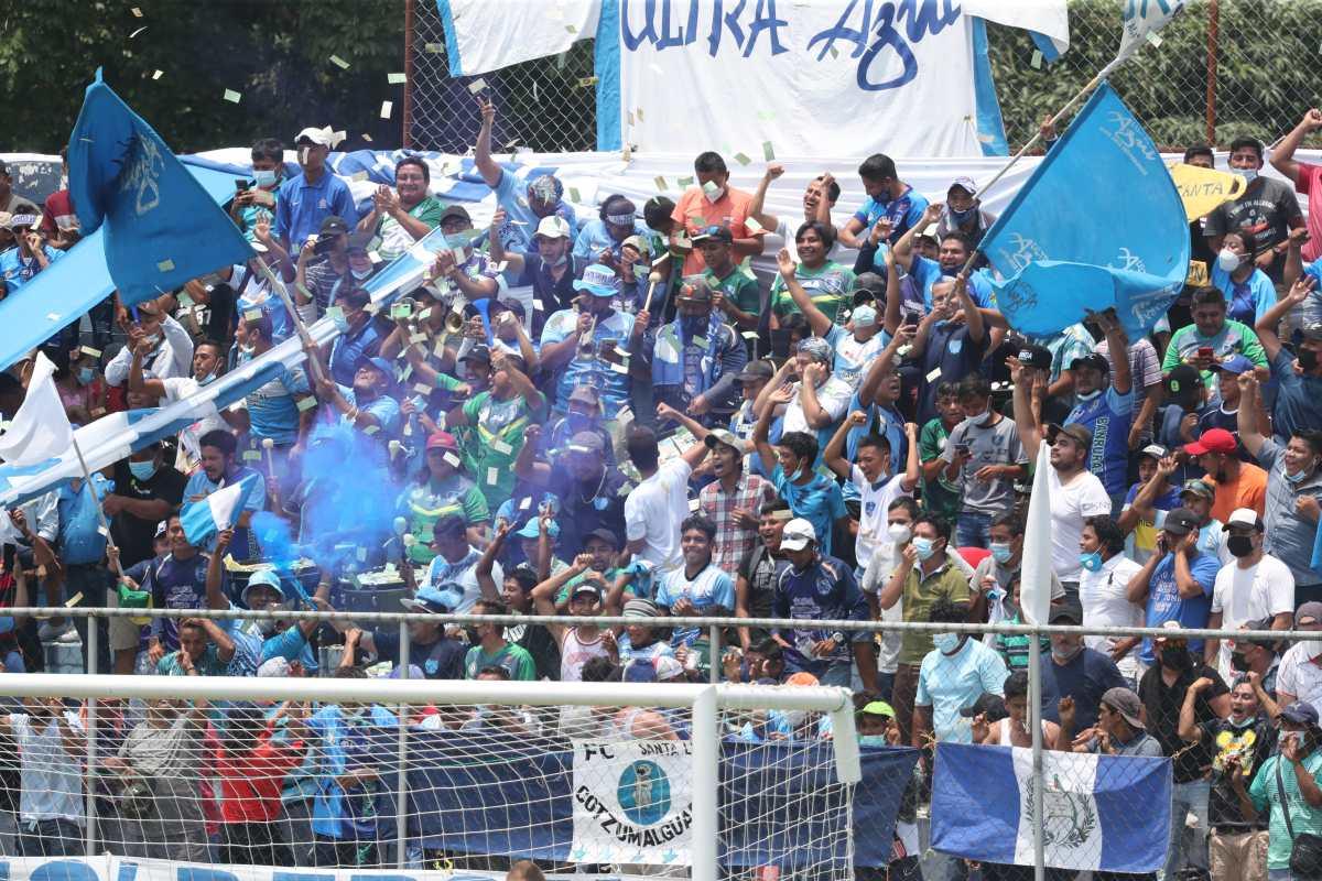 Salud afirma que Santa Lucía no tenía autorización para llevar público a su estadio y que sancionará a los responsables