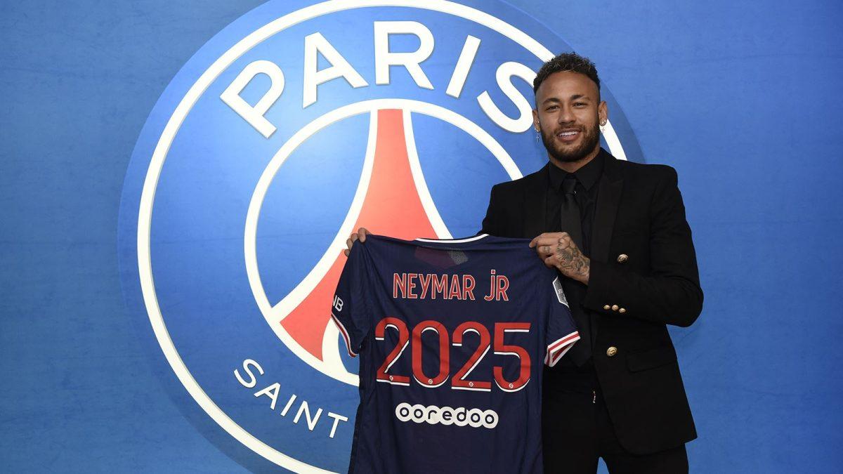 Neymar renueva con el París Saint-Germain hasta 2025