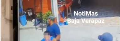 Cámaras de video vigilancia captaron el momento del secuestro de un niño de 11 años en Salamá, Baja Verapaz. (Foto Prensa Libre: Captura de Pantalla)