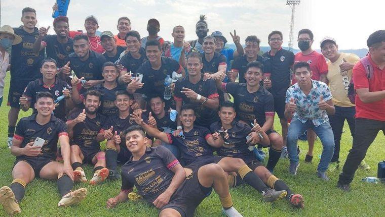 Los jugadores de Quiché celebraron el pase a la final de la Primera División. (Foto Prensa Libre: Twitter Quiché FC)