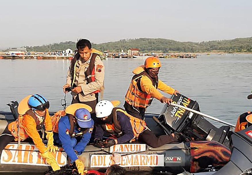Al menos siete personas pierden la vida cuando embarcación vuelca a causa de un selfi