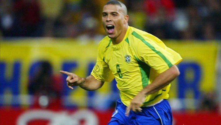 El brasileño Ronaldo Nazario tendrá tres series en DAZN. (Foto Prensa Libre: Hemeroteca PL)