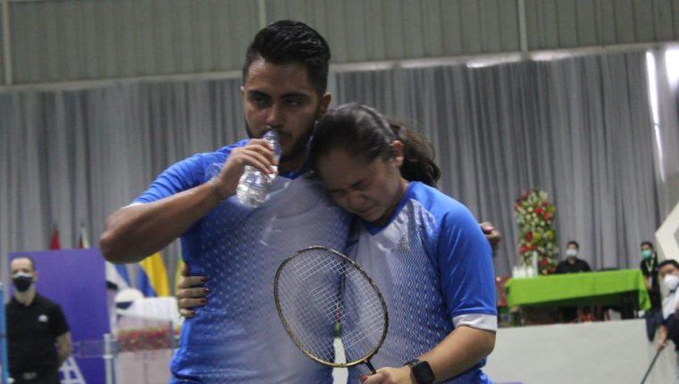 Christopher Martínez y Mariana Paiz festejan la clasificación a la final en dobles mixtos durante el Panamericano de Bádminton. (Foto cortesía FedeBádminton).