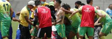 Los jugadores de Sololá festejan el ascenso a la Liga Nacional, después de superar a Quiché FC. (Foto Prensa Libre: Esbin García).