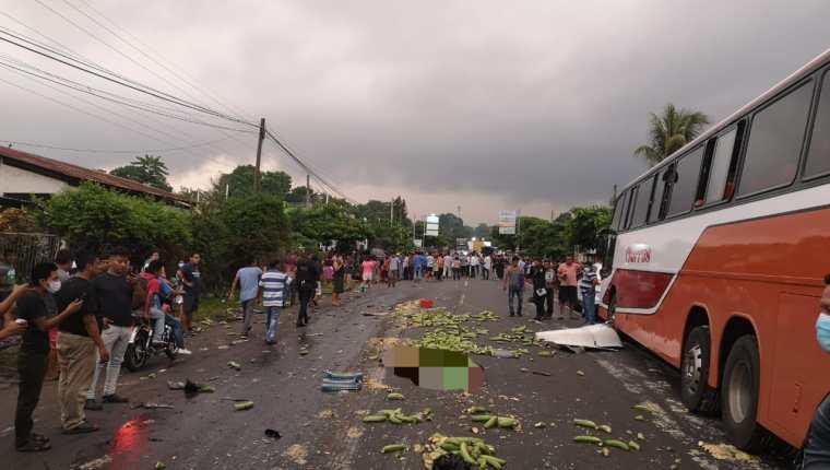 Las personas heridas fueron trasladadas a diferentes centros hospitalarios. Foto Prensa Libre: Cruz Roja de Guatemala.