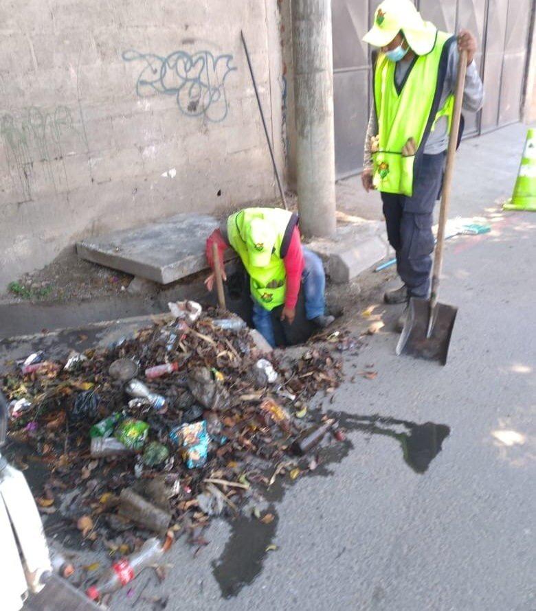 Fotografías: Acumulación de basura en el sistema de tragantes ocasionó inundaciones en la capital
