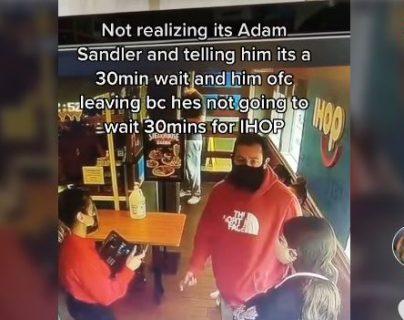 Así reacciona Adam Sandler al video viral de una joven que lo atendió en un restaurante y no lo reconoció