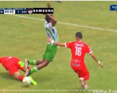 Wálter López en el centro de las críticas por marcar el penalti de Antigua contra Sacachispas