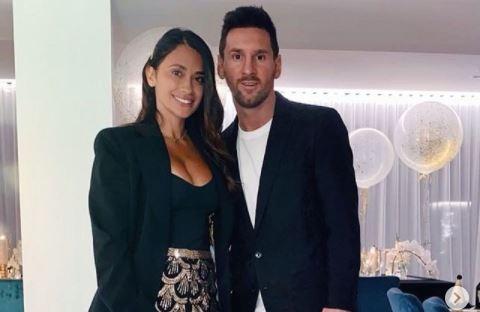 Leo Messi y Antonella Rocuzzo fueron los anfitriones del almuerzo con la plantilla del Barcelona. (Foto Prensa Libre: Instagram @antonelaroccuzzo)