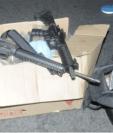 El armamento quedó bajo resguardo de las autoridades para seguir las líneas de investigación. Fotografía: EFE.