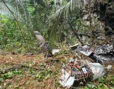 Durante la madrugada de est 31 de mayo de 2021, cerca de la aldea Cocales Chocón, Livingston, Izabal, se estrelló una narcoavioneta y dentro de ella murieron 2 personas. (Foto Prensa Libre: Ejército de Guatemala)