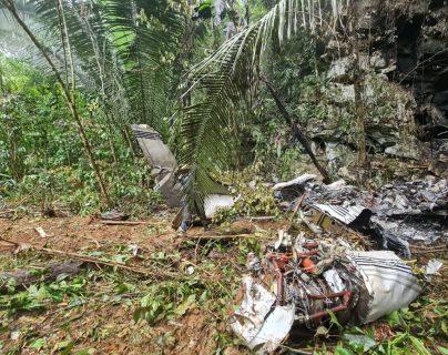 Localizan narcoavioneta accidentada en Lívingston, Izabal, y dentro de ella dos cadáveres y 46 paquetes de cocaína