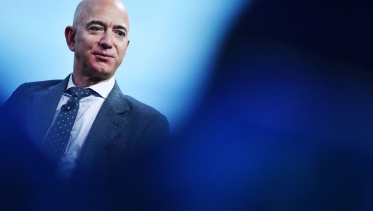 Cómo es el superyate que Jeff Bezos compró por más de US$500 millones y que necesita otro yate de apoyo