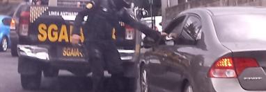 La PNC detuvo a un presunto narcotraficante en San Cristóbal, zona 8 de Mixco. (Foto Prensa Libre: PNC)