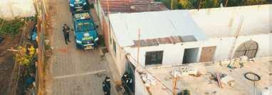 Cateos que se realizan en colonia Chojopín, Chimaltenango, como seguimiento al crimen contra tres hermanos en El Socobal, Chimaltenango. (Foto Prensa Libre: PNC)