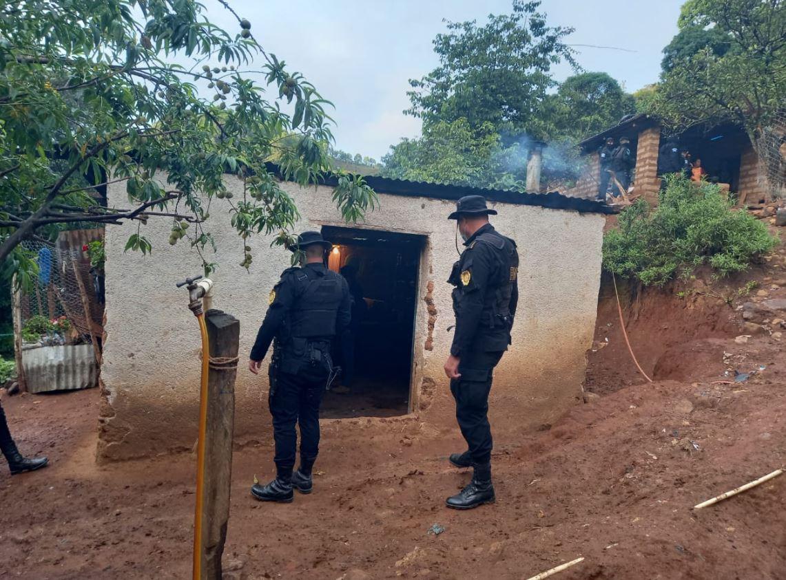 Se hacían pasar por policías y soldados: Detienen a banda de presuntos delincuentes que instalaban puestos de asalto