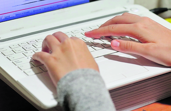 Ciberacoso afecta a uno de cada tres estudiantes en el país, pero las niñas son las más vulnerables