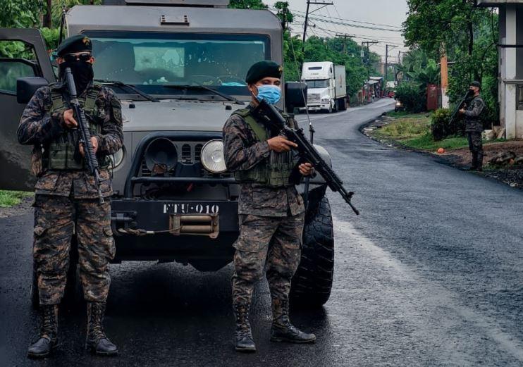 Qué se sabe de los soldados retenidos más de 24 horas por vecinos de una comunidad en San Luis, Petén