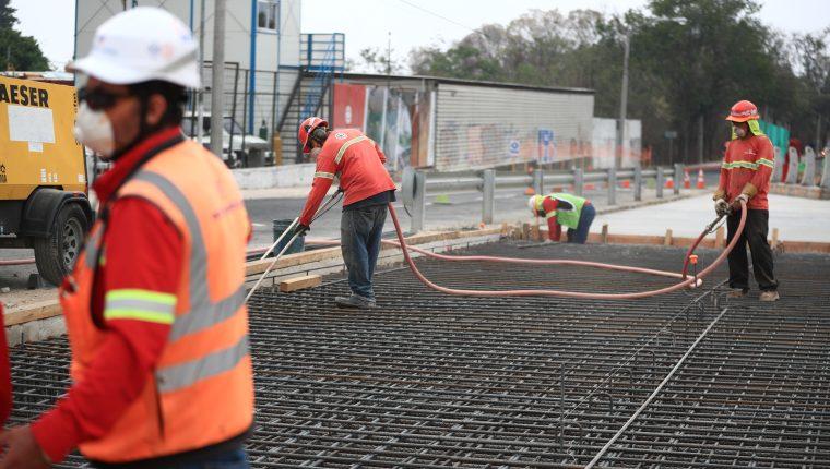 El hierro corrugado es uno de los materiales de construcción que reporta alza de precio en la economía. (Foto Prensa Libre: Hemeroteca)