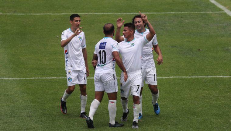 Los cremas fueron el equipo más fuerte en la fase de clasificación y buscan terminar con la sequía de títulos que se extiende a seis años. (Foto Prensa Libre: Érick Ávila)