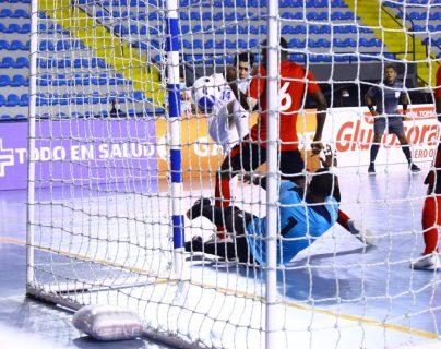 Este fue el tercer gol, obra de Wanderley Ruiz. El marcador final fue de 3-2. Foto Prensa Libre: Cortesía Fedefut