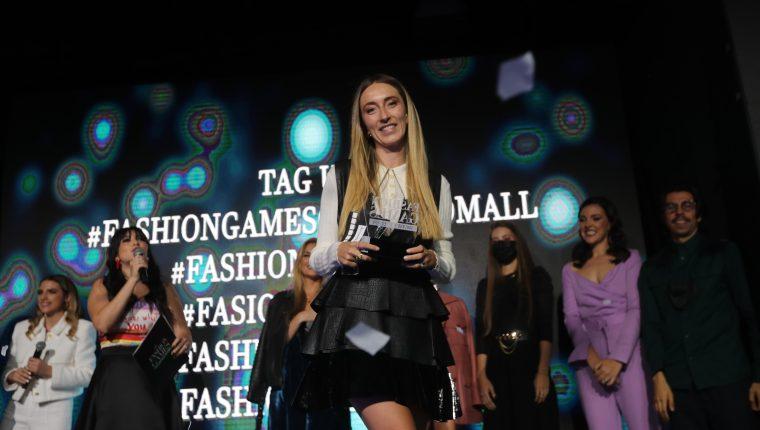 Alessandra Bregni fue la ganadora en The Fashion Games de Oakland Mall.  Cuatro expertas guatemaltecas participaron en un reto para crear diferentes atuendos.  (Foto Prensa Libre: Erick Ávila)