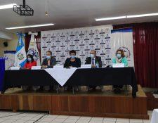Ministra de Salud, Amelia Flores (centro) en conferencia de prensa este viernes. (Foto Prensa Libre: Élmer Vargas)