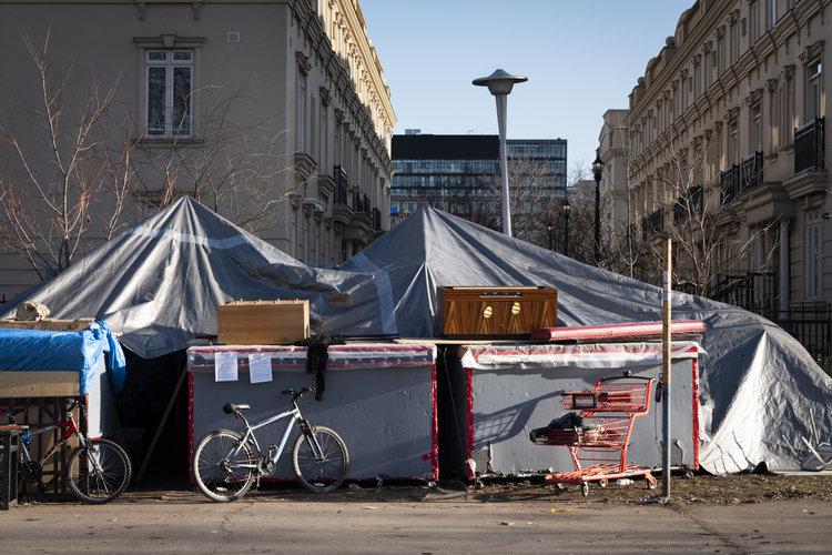 Construye casas para personas sin hogar