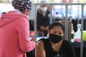 Más de 321 mil dosis de la vacuna AstraZeneca vencerán en junio y Salud afirma que no se desperdiciarán