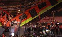 MEX782. CIUDAD DE MÉXXICO (MÉXICO), 04/05/2021.- Vista general del colapso de unos vagones del metro esta noche, en la Ciudad de México (México). Al menos 13 personas murieron y otras 70 resultaron heridas al desplomarse en la noche de lunes un puente de la vía elevada de la línea 12 del Metro de Ciudad de México entre la estación Olivos y Tezonco sobre el que circulaba un tren con varios vagones. EFE/ Carlos Ramírez