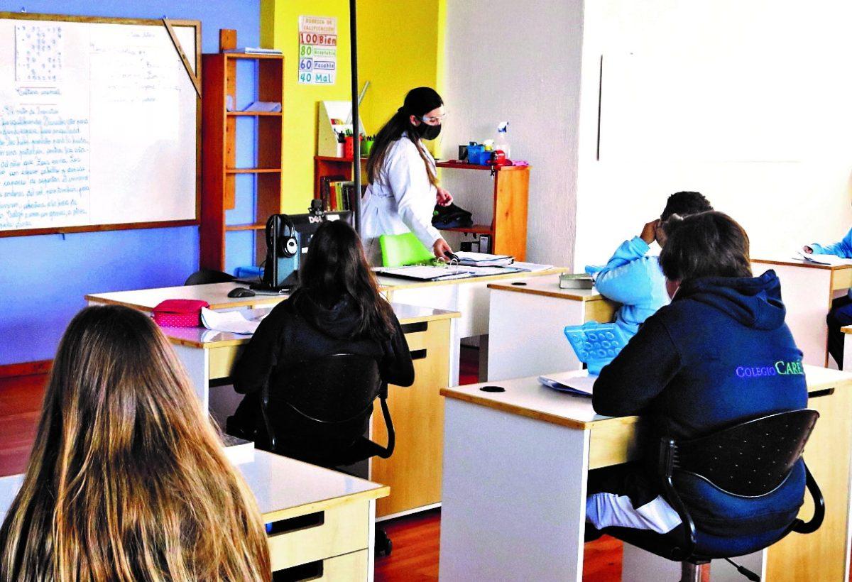 ¿Quién vacunará a los maestros contra el covid-19? Hay incertidumbre en el proceso