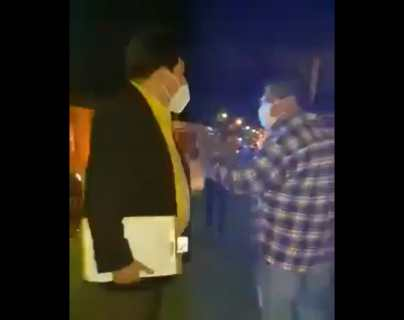 Cuál es la sanción que le impuso el Ayuntamiento de la Antigua Guatemala a su juez nocturno, captado mientras agredía a vecino