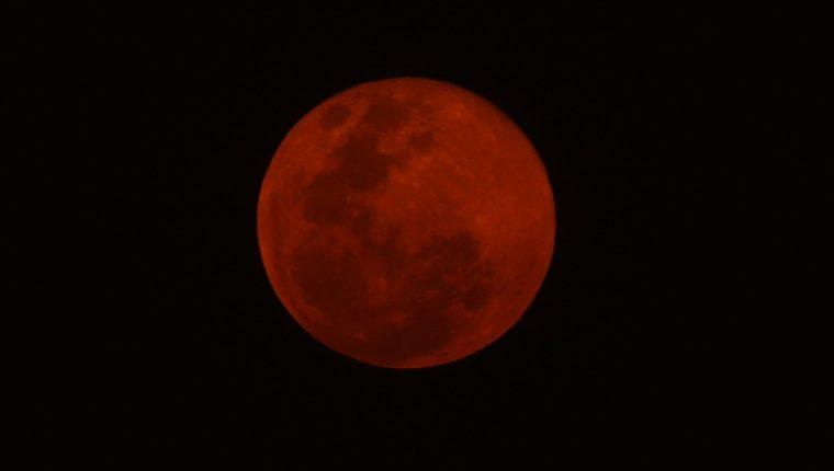 En mayo se podrá apreciar el Eclipse total de luna de sangre. (Foto Prensa Libre: Keneth Cruz)