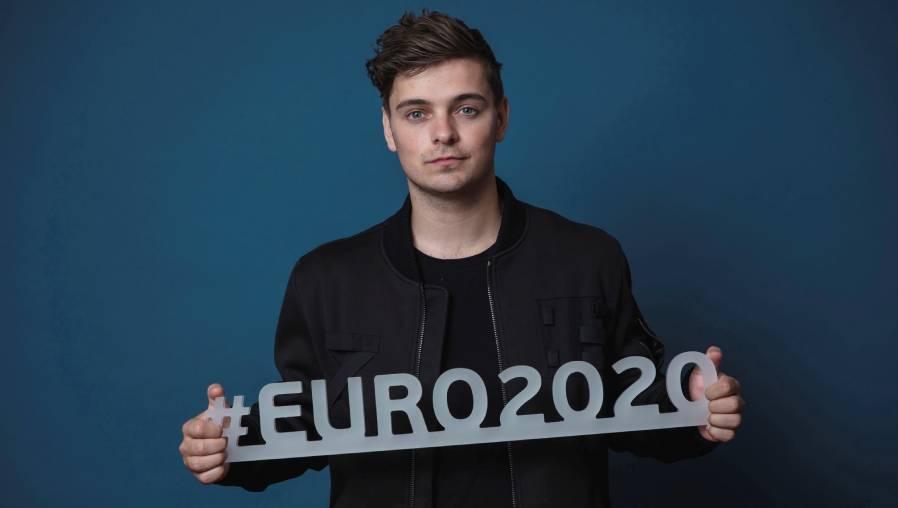 """Martin Garrix promociona """"We Are The People"""", la canción oficial de la Euro 2020 (la UEFA, el futbol y la unión con Bono y The Edge de U2)"""
