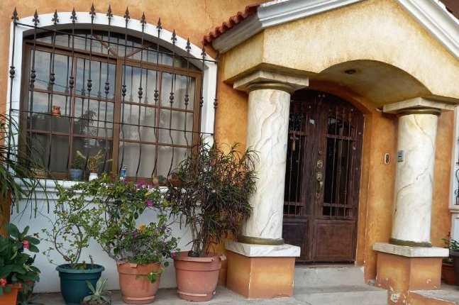 Una de las propiedades allanadas por el MP en Ipala, Chiquimula, en seguimiento a un caso que lleva la Unidad de delitos relacionados con los bancos, aseguradoras y demás instituciones financieras del MP. (Foto Prensa Libre: MP)