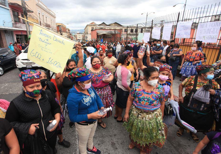 Las gráficas que muestran el deterioro en las condiciones laborales de la mujer guatemalteca
