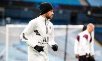 El brasileño Neymar, durante la práctica del lunes en Manchester. (Foto Prensa Libre: Twitter PSG)